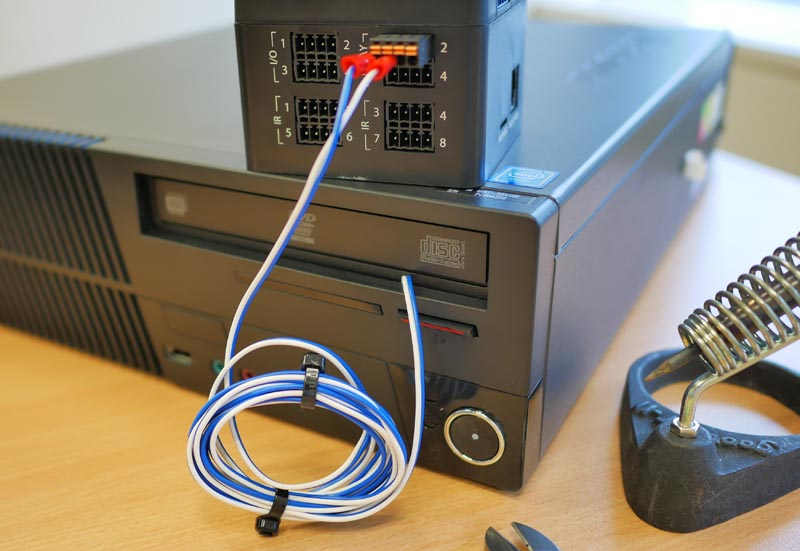 これでリレーが閉じたら、電源ボタンが短絡して電源ONになります!!