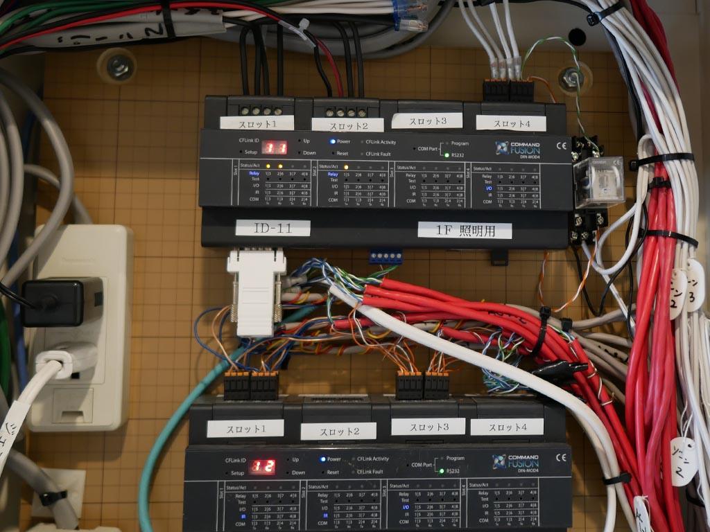 4つのスロットに対して、プロジェクトにあったカートリッジを搭載できるのが特徴。